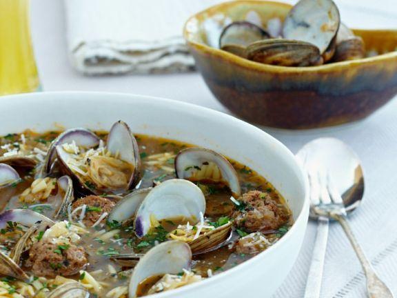 Muschelsuppe mit Fleischbällchen
