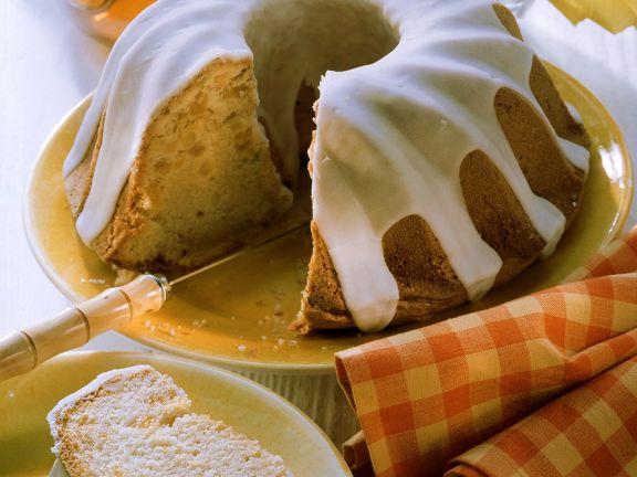 Napfkuchen mit Zuckerglasur