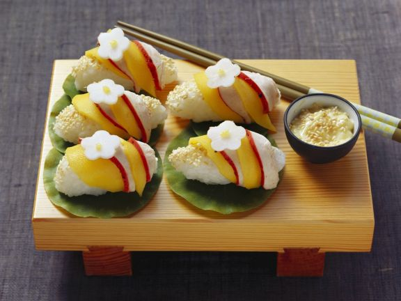 Nigiri mit Hähnchen und Mango