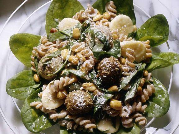 Nudel-Bananensalat mit Fleischklößchen