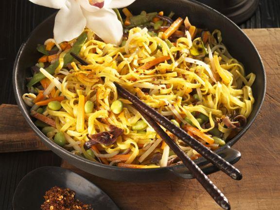 Nudel-Gemüse-Pfanne auf asiatische Art