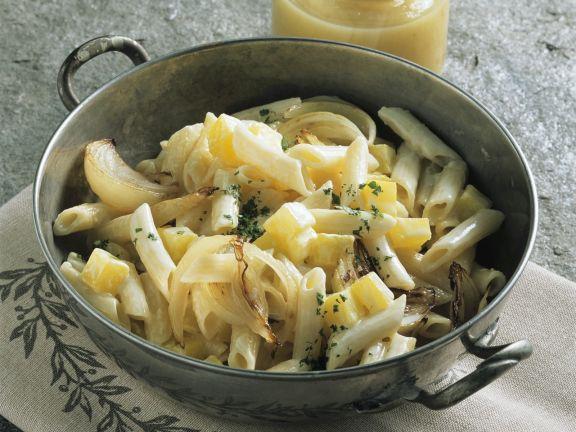 Nudel-Kartoffel-Topf auf Schweizer Art (Älplermagronen)