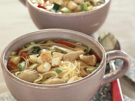 Nudel-Tofu-Suppe mit Austernpilzen