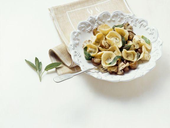 Nudeln gefüllt mit Kartoffeln und Speck