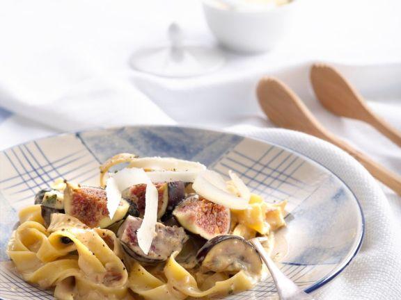 Nudeln in Käse-Weinsauce