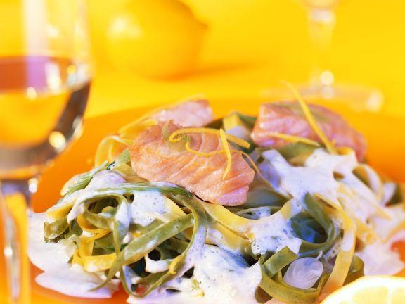 Nudeln in Zitronensauce mit Lachs