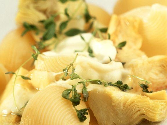 Nudeln mit Artischocken und Mozzarella