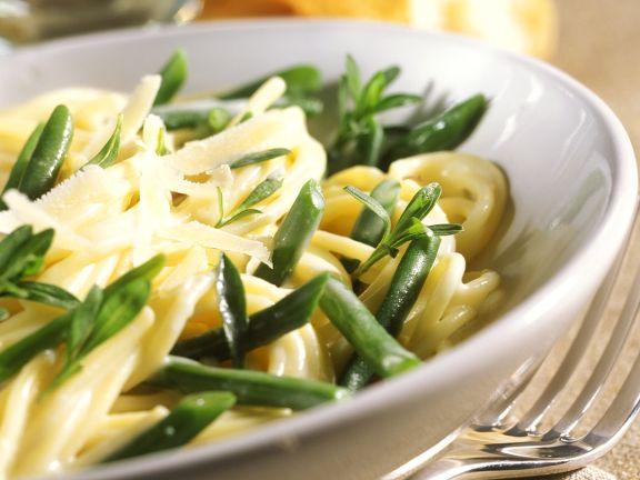 Nudeln mit Bohnen und Parmesan