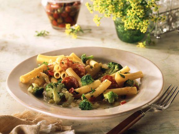 Nudeln mit Brokkoli und Salami