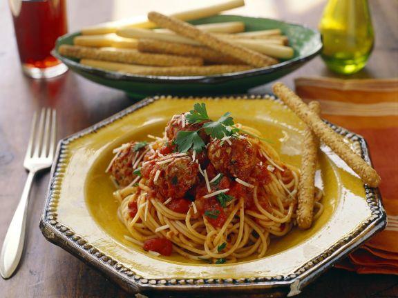 Nudeln mit Fleischbällchen und Tomatensauce
