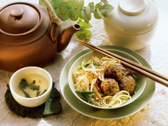 Nudeln mit Gempüse und Fleischbällchen