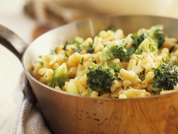 Nudeln mit Käse und Brokkoli