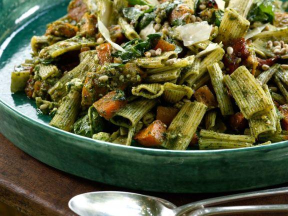 Nudeln mit Kürbis und Pesto