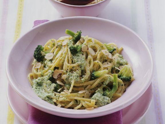 Nudeln mit Mandel-Broccoli-Sauce