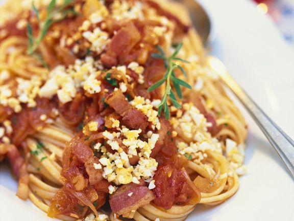Nudeln mit Pancetta-Tomatensauce