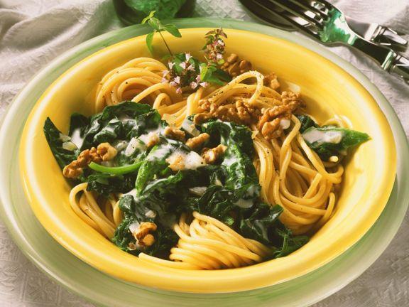 Nudeln mit Spinat und Sahnesauce
