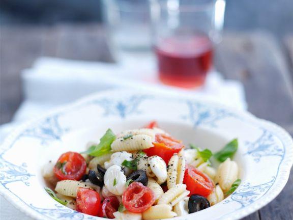 Nudeln mit Tomaten und Ricotta