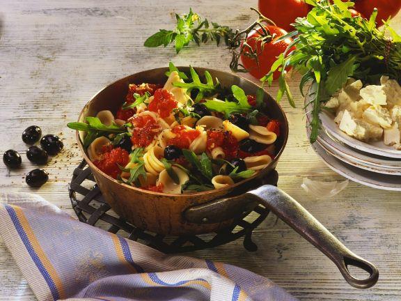 Nudeln mit Tomaten und Rucola