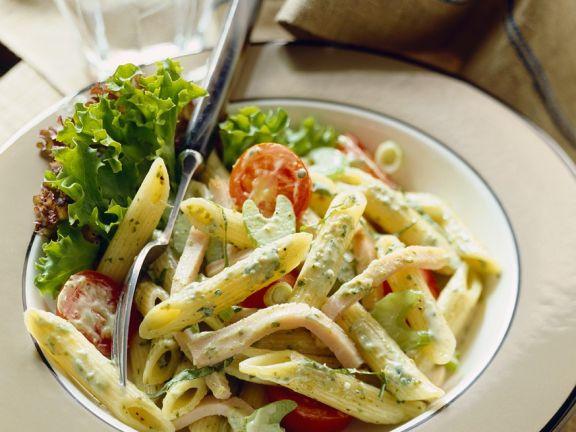 Nudeln mit Wurst und Gemüse