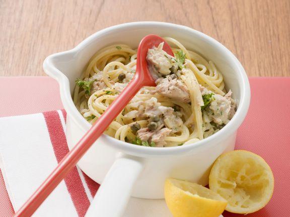 Nudeln mit zitroniger Thunfisch-Kapern-Soße