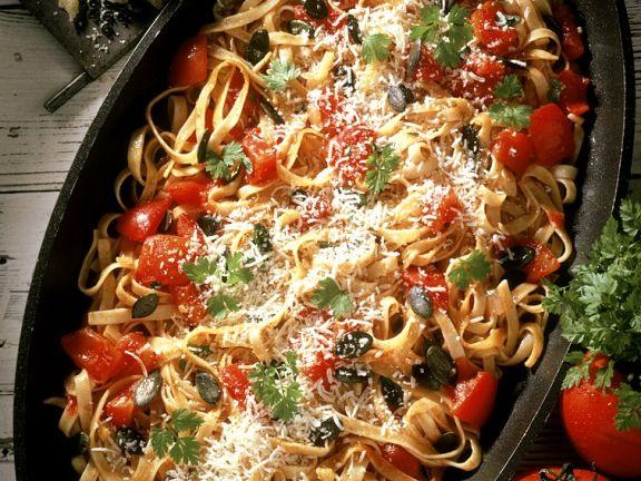Nudelpfanne mit Tomaten