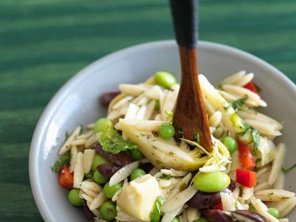 Nudelsalat mit Artischocken, Oliven und Paprika