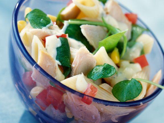 Nudelsalat mit Fischfilet und Portulak