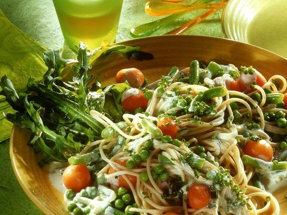 Nudelsalat mit Gemüse und Sahnedressing