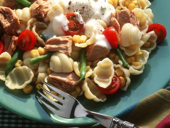 Nudelsalat mit Gemüse und Thunfisch