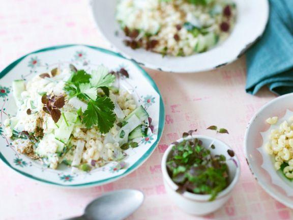Nudelsalat mit Gurke und Koriandergrün