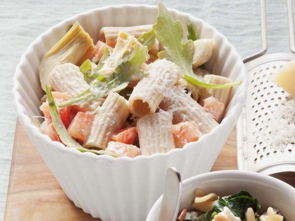 Nudelsalat mit Tomaten und Artischocken