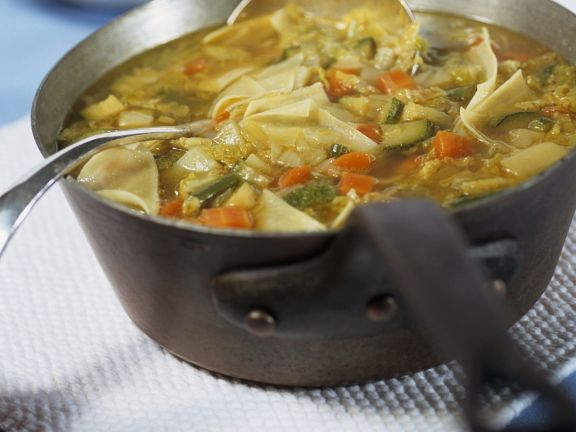 Nudelsuppe mit Gemüse