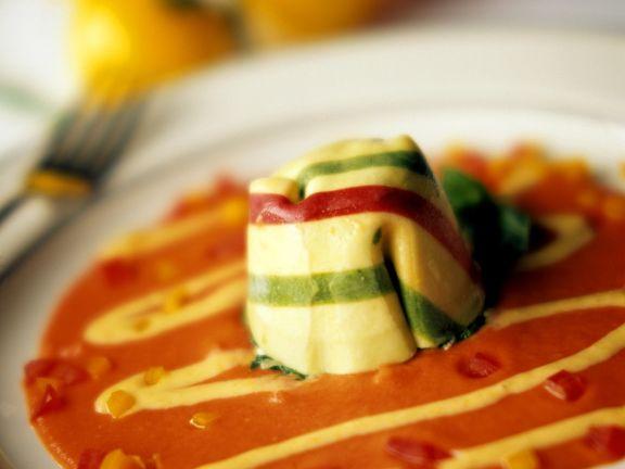 Nudeltasche mit Tomatensauce