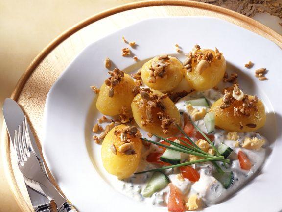 Nuss-Kartoffeln mit Joghurtsauce