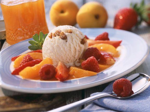 Nusseis mit Früchten