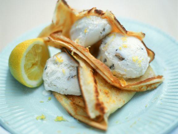 Nusseis mit Pfannkuchen