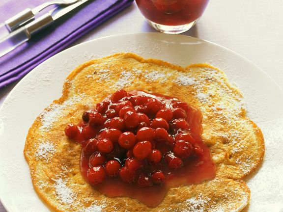 Nusspfannkuchen mit Cranberriekompott