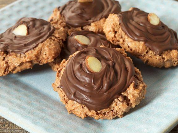 Nussplätzchen mit Schokolade