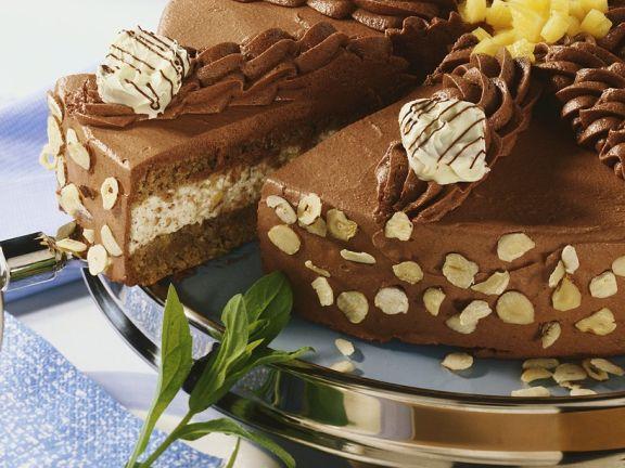 Nusstorte mit Schokoladenmousse