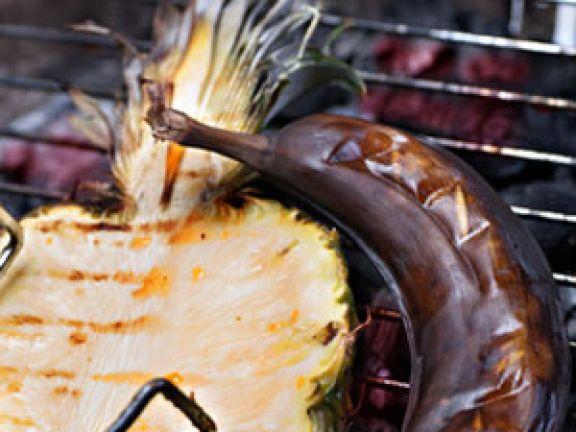 Obst auf dem Grill © Val Thoermer - Fotolia.com