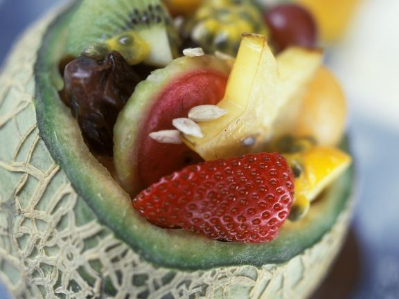 Obstsalat in der Melone