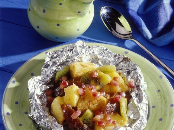 Obstsalat in Folie gebacken