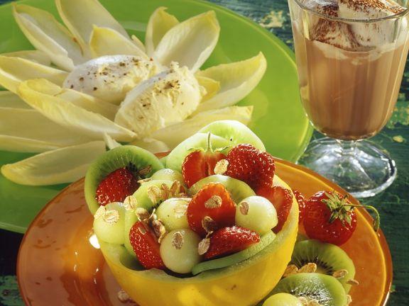 Obstsalat mit Frischkäse und Chicoree