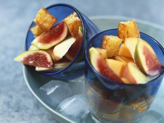 Obstsalat mit süßen Croutons