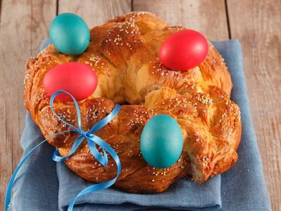 Österlicher Hefekranz mit Eiern