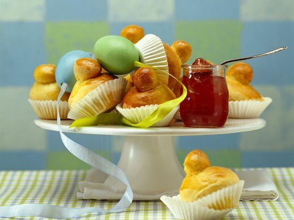 Österliches Briochegebäck mit Marmelade