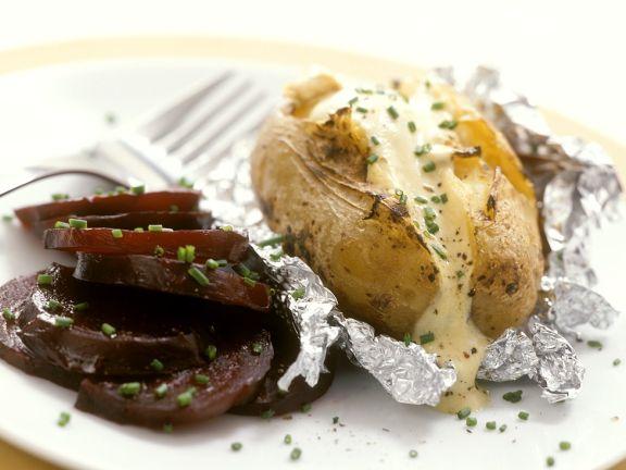 Ofenkartoffel und Rote Bete mit Dip