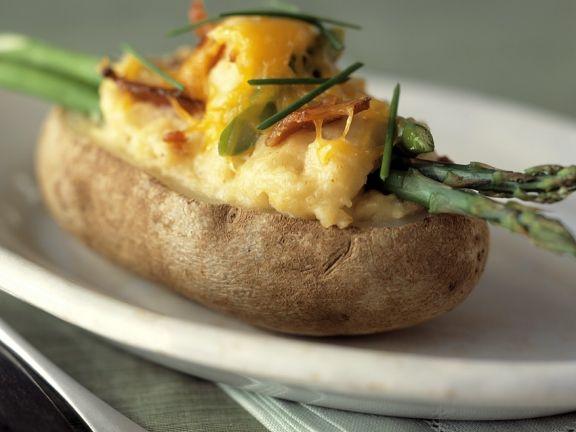 Ofenkartoffeln mit grünem Spargel und Käse