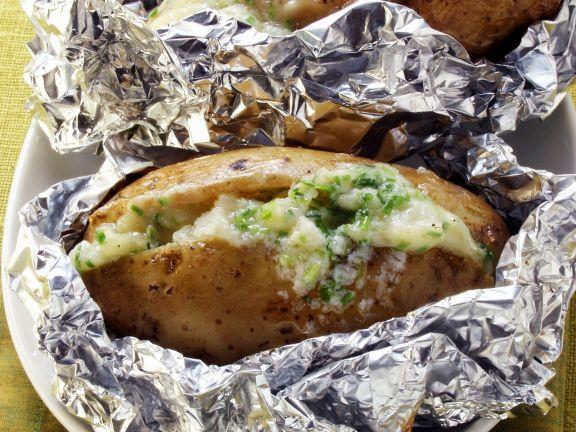Ofenkartoffeln mit Kräuterfrischkäse gefüllt
