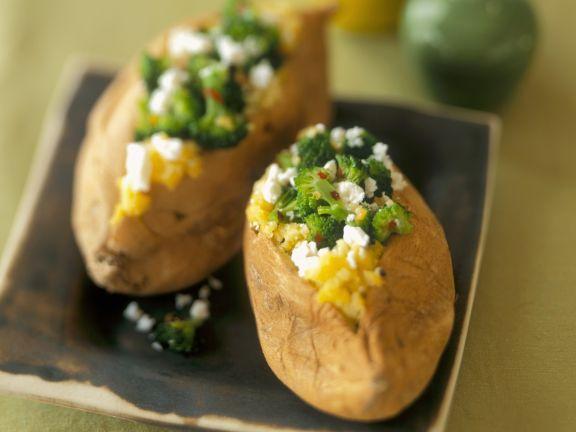 Ofenkartoffeln mit Schafskäse-Brokkoli-Füllung
